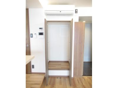 靴やアウトドア用品をこちらに収納すれば、玄関回りはすっきりです。