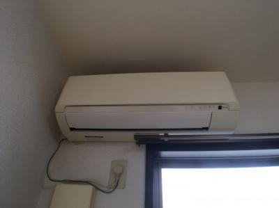 エアコンのある洋室で快適な毎日
