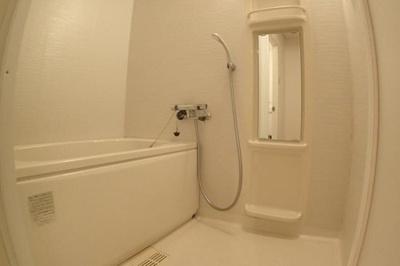 2階部分(メゾネットの為)になる浴槽も入替済みです。
