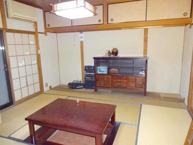 キッチン横和室