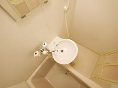 コンパクトで使いやすい洗面スペースです