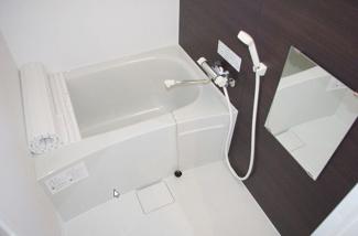 ※浴室イメージ 1F壁色オーク調 2F 壁色シャルトグレー