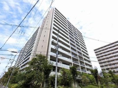 このマンションは屋上に共用部としてスカイテラスがあり、夏は淀川花火を間近で ご覧いただけます。