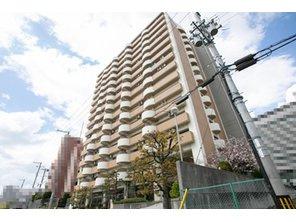 3Wayアクセス可!大阪メトロ谷町線「谷町四丁目」駅・中央線「森ノ宮」駅それぞれ徒歩6分、JR環状線「森ノ宮」駅徒歩9分。地上15階建マンションです。