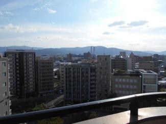 前方に遮るものがない最上階からの見晴らしは抜群です!バルコニーからは大きな青空の眺めが最高です♪