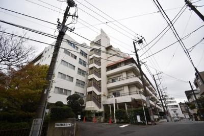 京浜東北線「桜木町」駅徒歩10分!駅近ならではの便利な住環境も魅力的です。 5.2帖の洋室は主寝室はもちろんワークスペースとしても活用できます♪