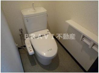 【ラフォーレ島之内Ⅰ】ゆったりとした空間のトイレです