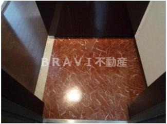 【ラフォーレ島之内Ⅰ】きれいな玄関です