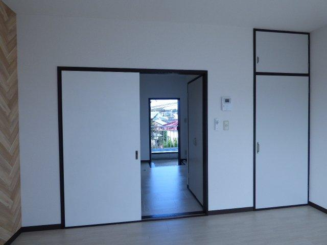 引戸なので、開き戸よりも家具配置に余裕があります♪