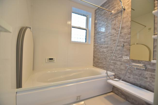 一日の疲れを癒すバスルーム、半身浴でゆったりくつろげます。