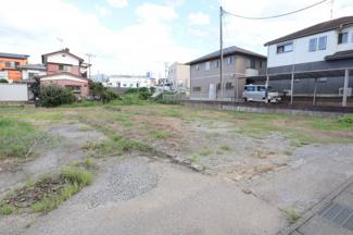 112坪の方の土地です。 駐車スペースを広くとったり、ガレージなんかも建てられちゃうような広さです。