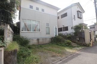 千葉市若葉区小倉台 土地 小倉台駅 右手には現在の階段が外構工事済み。おしゃれな造りになっているので、 階段はこのまま使うという選択肢もございます!