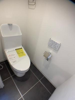温水洗浄便座付きのトイレはリノベーション時に新規交換済みです。