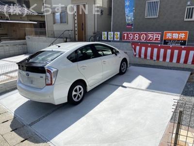 並列で2台駐車可能です。