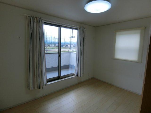 2階中央の個人の部屋や寝室として使える洋室です