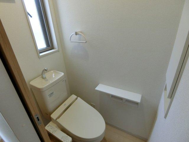 清潔感のある2階のトイレです