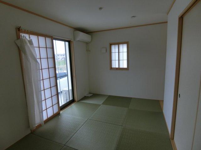 広々6.5帖の和室です