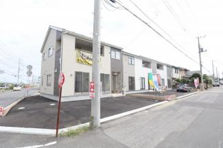 3区画の分譲地! 角地は駐車スペース3台分の余裕の広さがあります。
