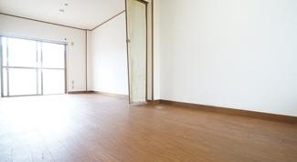 【洋室】津市一身田中野一棟マンション