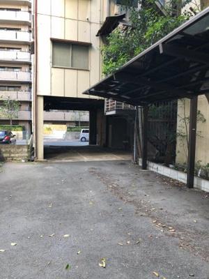 普通車6台駐車可能です!(高さ約3.3m)