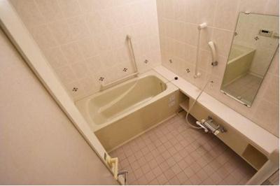 バスルームには手すりがつき、お子様にもやさしいつくり。