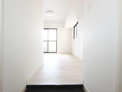 玄関から部屋全体が見えにくい間取りになっています。