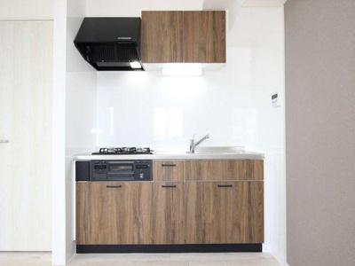 リフォーム済のキッチンには収納も十分ございます。