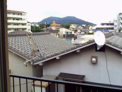 東側バルコニーより須磨の山、ジェームス山を見渡せます♪