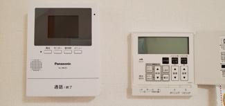 快適床暖房とモニター付きインターホンです