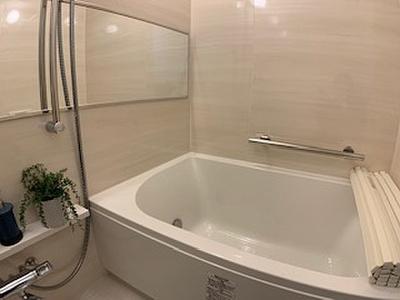 1日の疲れをすっきり癒す浴室です。便利な浴室乾燥機付きです。