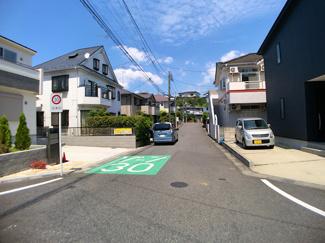 前面道路は6mと6mの公道です。