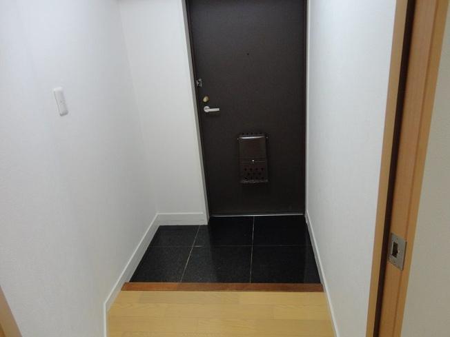 タイル張りの玄関で水に強く掃除もしやすいです
