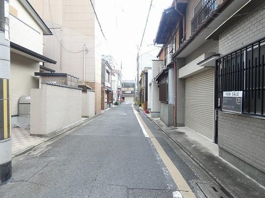 前面道路(南向きに撮影)