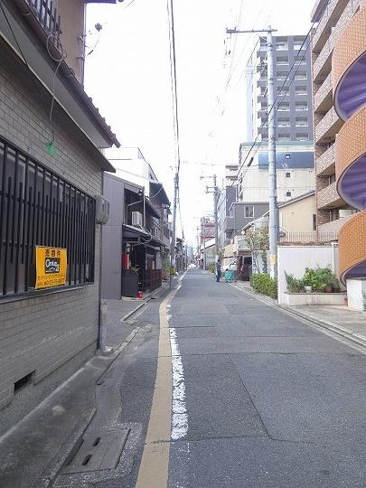 前面道路(北向きに撮影)