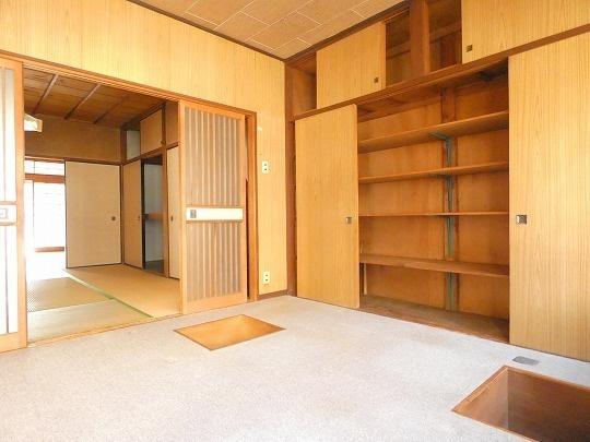1階作業室4.5帖は京間サイズで広々♪ 収納スペースもたっぷりあります。