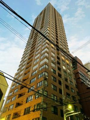 アーバンライフ御堂筋本町タワーは、大阪市営地下鉄御堂筋線本町駅から徒歩1分の近さにありながら総戸数115戸・33階建てのタワーマンションです