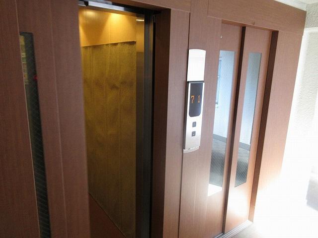 エレベーター 2基