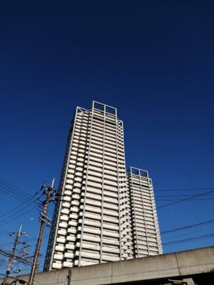 泉大津で一番大きなマンションになっております。 眺望・通風・採光ともに良好です。