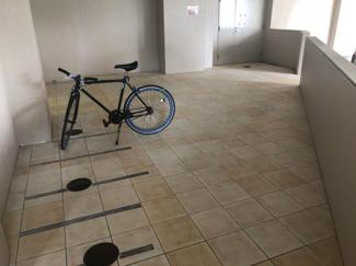屋根付きの駐輪場。濡れずに済むので自転車が傷まないのが嬉しいですね♪