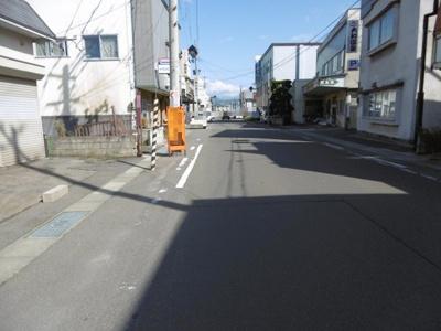 【前面道路含む現地写真】平川市津軽尾上駅前土地
