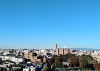 ワイドスパンの大型バルコニーから富士山一望です