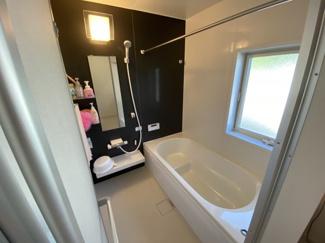 浴室乾燥暖房機付きの、日々の疲れを癒すお風呂付です