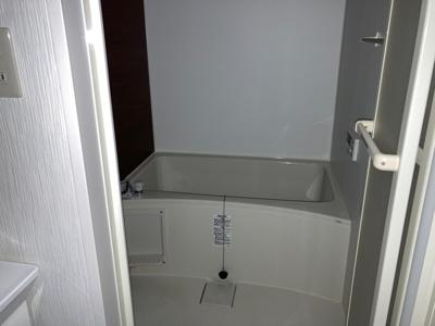 ゆったり1坪タイプの浴室。お子様と一緒に浸かれます。