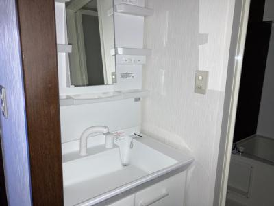 収納力と機能性に優れた洗面化粧台。お手入れも楽々です。