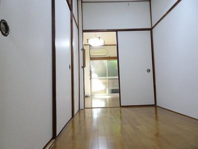 青山ビル 洋室3帖(キッチン側から)