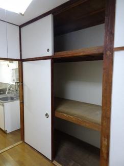 青山ビル 洋室3帖にある畳1間分の収納スペース。たっぷり入ります。