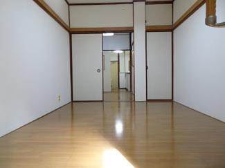 青山ビル 洋室6帖(ベランダ側から)