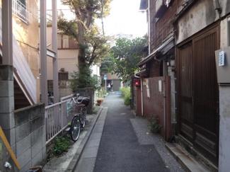 青山ビル 物件前 便利な場所ながら静かな環境です