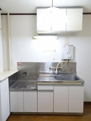 青山ビル キッチンはガスコンロ設置可のワイドキッチン