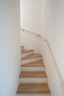 リビングスルー階段でいつもで家族の顔が見られます。